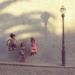 bambini che saltano